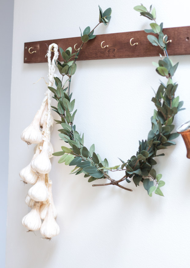 Garlic and wreath hanging on the hooks.