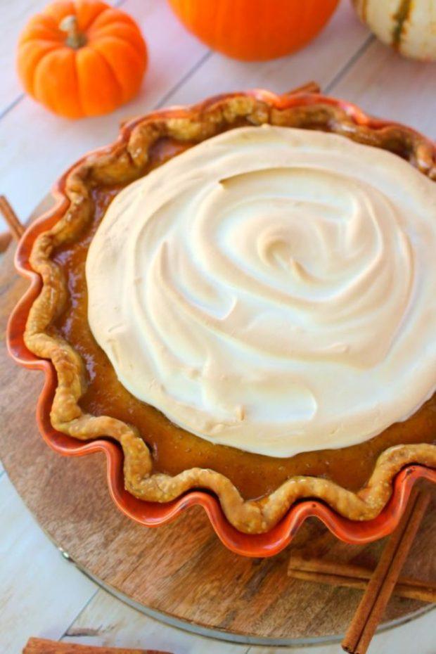 pumpkin-meringue-pie-delightfulemade-vert2