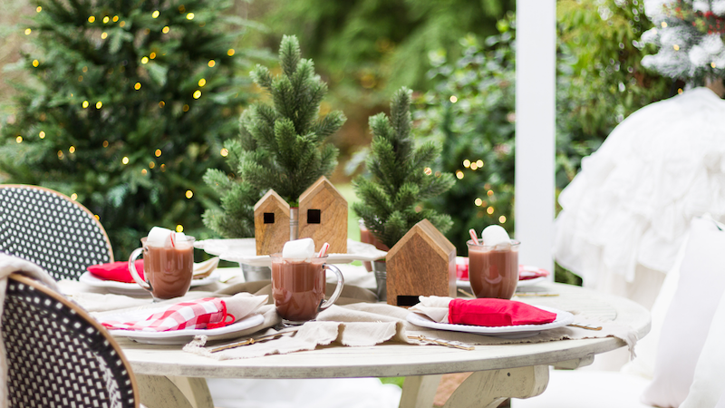 Simple Outdoor Christmas Table Decorating – A Christmas Tablescape Tour