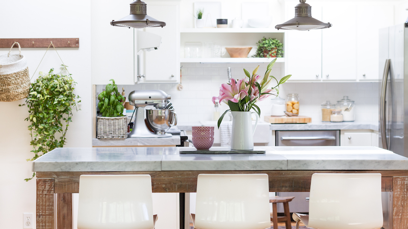 Spring Styling Tour – Fresh Greenery and Pink Touches in the Kitchen