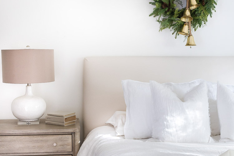 Little Touches of Christmas in the Bedroom 4