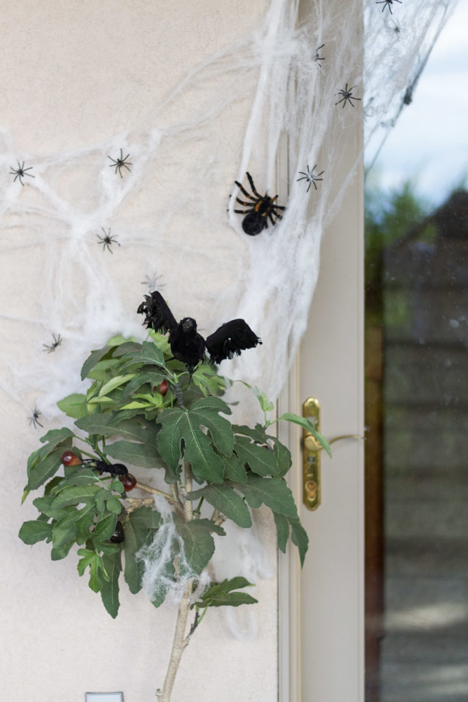 Easy Halloween Front Porch Ideas!