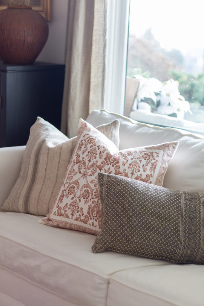 How To Make A Zippered Pillow From A Spring Cloth Napkin
