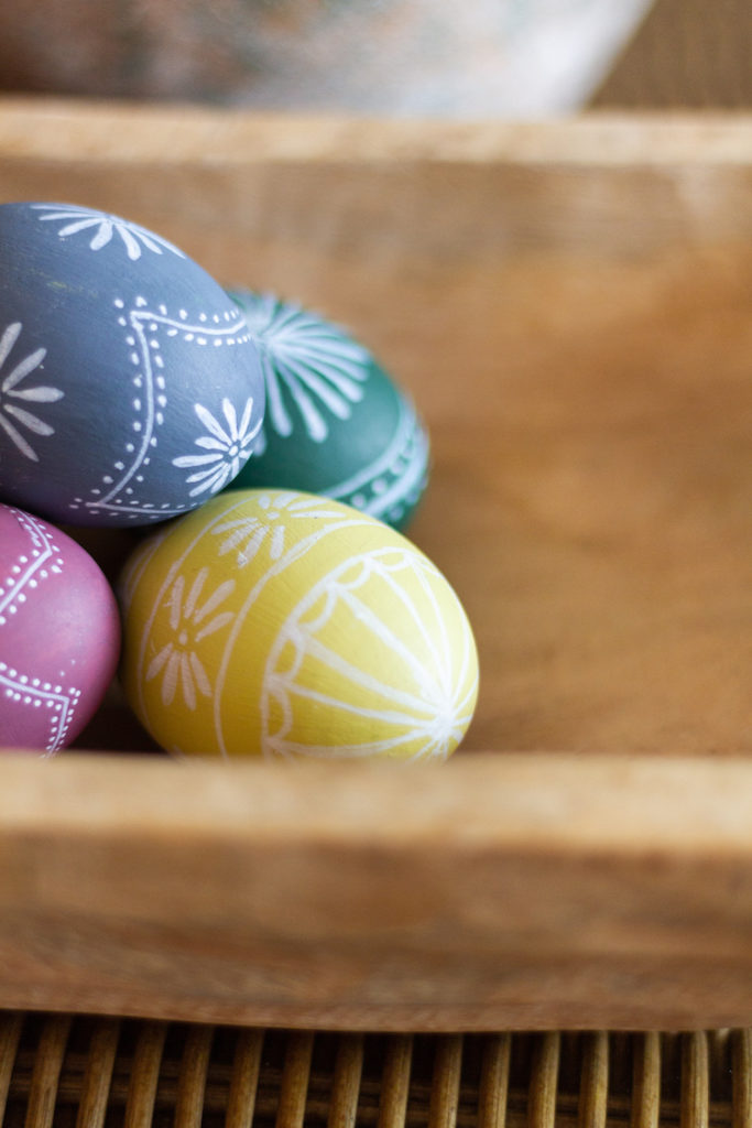 How To Paint Vintage Inspired Easter Eggs
